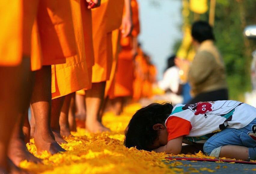 Chúng Con Xin Đảnh Lễ Đức Phật Bảo, Đức Pháp Bảo, Đức Tăng Bảo