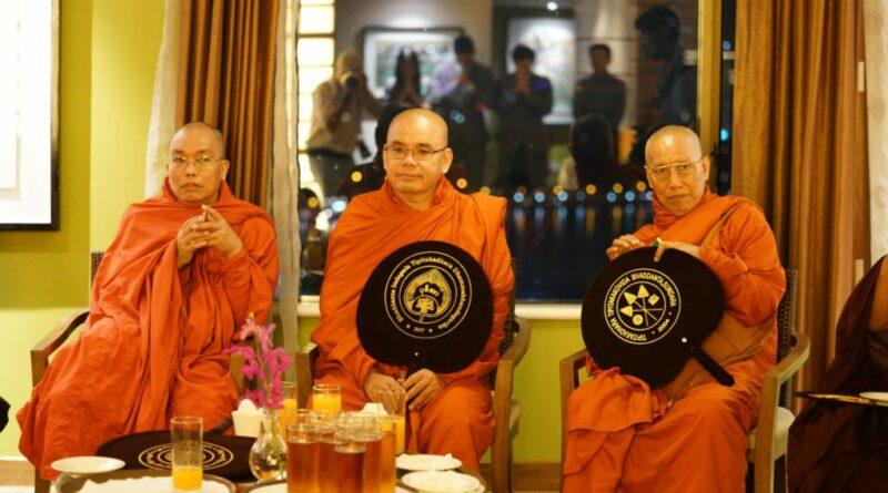 CÁC NGÀI ĐẠI TRƯỞNG LÃO TAM TẠNG MYANMAR ĐẾN VIỆT NAM